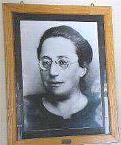 noether01.jpg (8253 Byte)